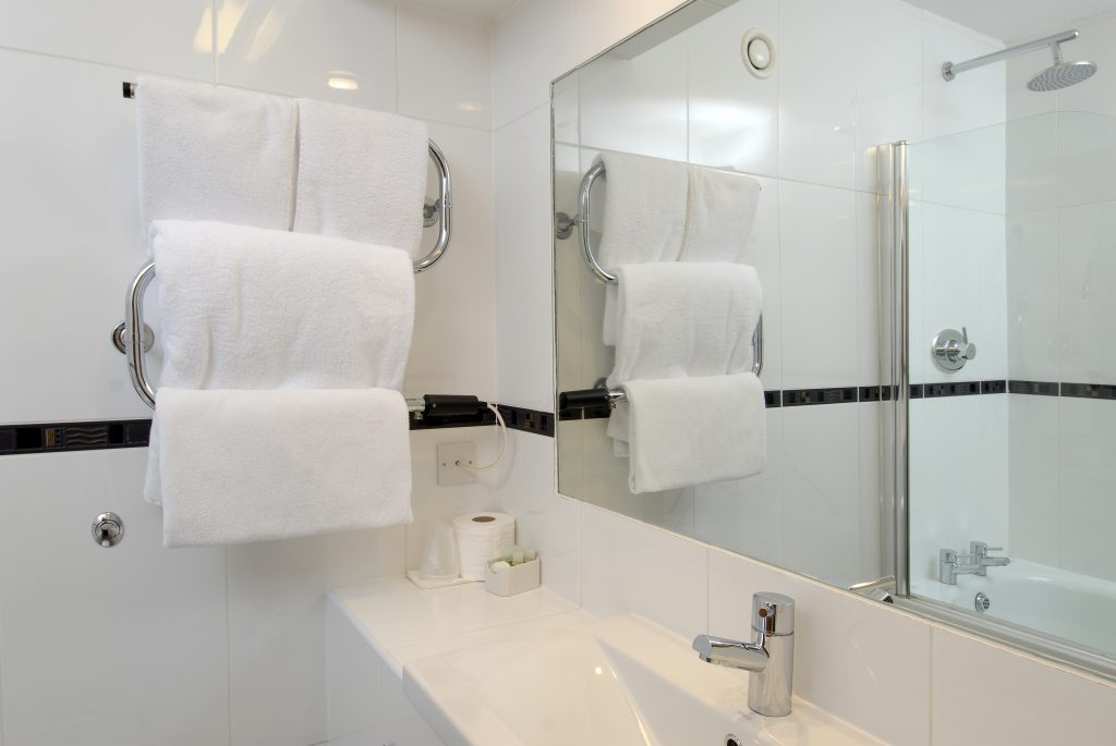 Three Counties Hotel Hereford - One of our bathrooms